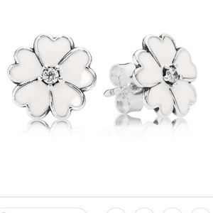 NWT Pandora Flower Earings